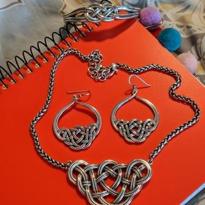 Necklace, earrings and bracelet